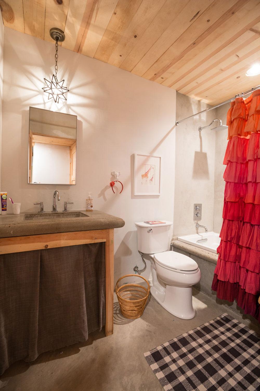Förbättra ditt badrumsutseende med trendiga duschdraperier7 trendiga duschdraperier för ditt badrum