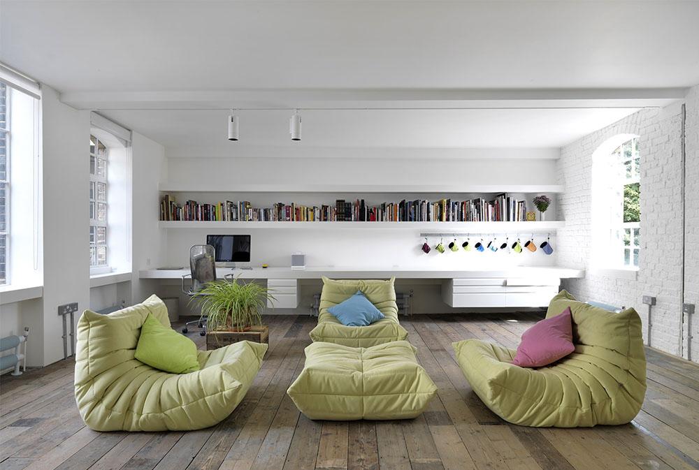 Bermondsey-Warehouse-Loft-by-HI-MACS®-Italia golvkuddar: underbara tillbehör till ditt vardagsrum
