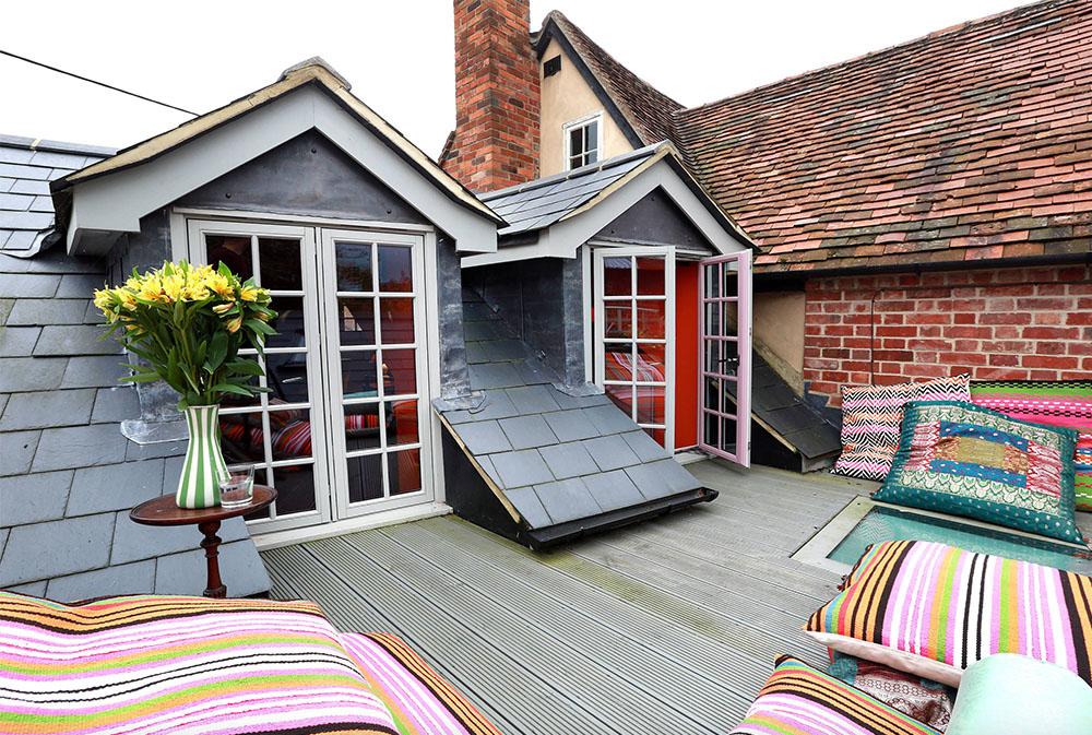 Landhaus-für-Peek-Architektur-und-Susanna-Samson-Design-by-Alex-Maguire-Photography Golvkuddar: underbara tillbehör till ditt vardagsrum