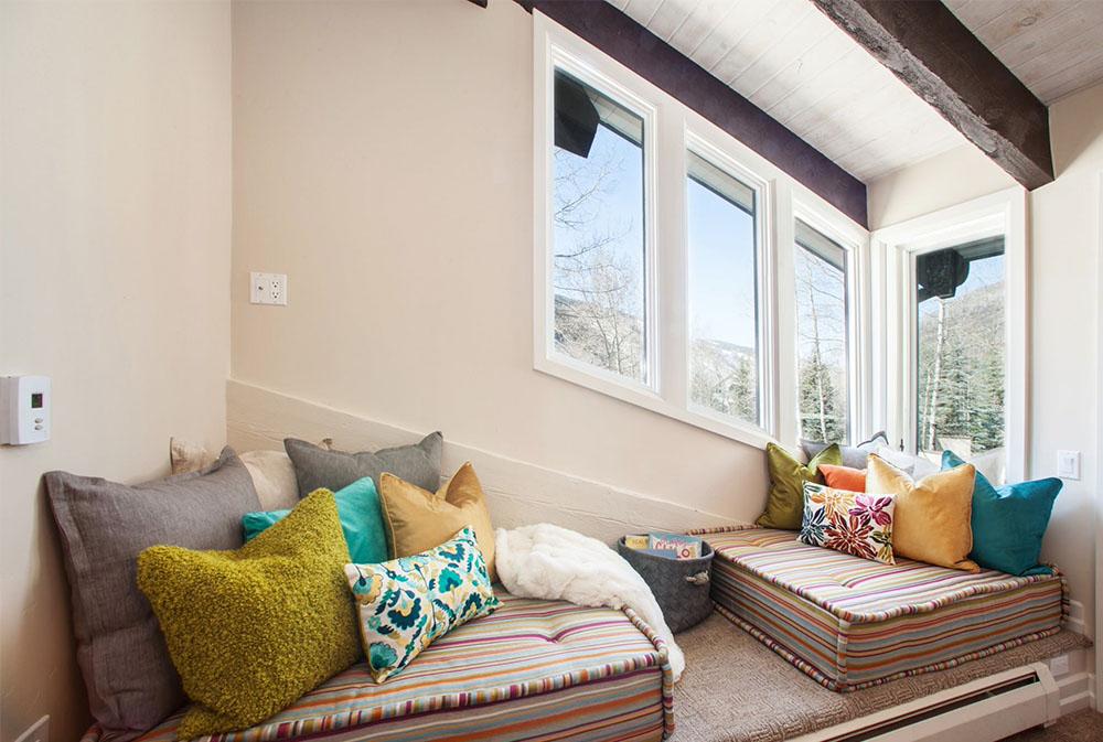 BMR-by-COL-Construction-Design-Build golvkuddar: vackra tillbehör till ditt vardagsrum