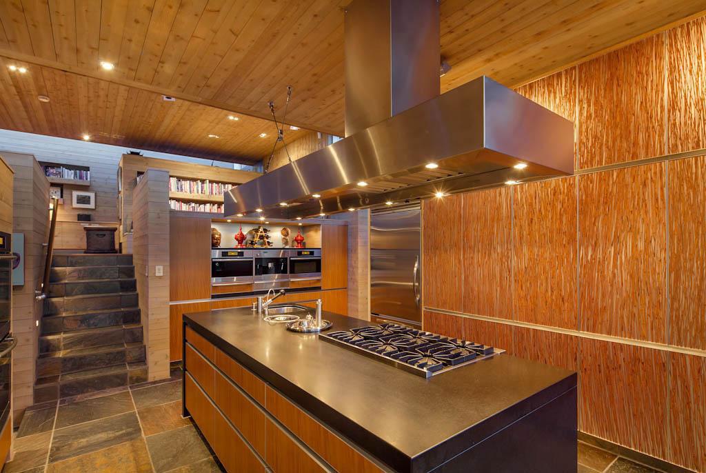 Underbart-kanadensiskt-hus-med-trä-interiör-15 Underbart-kanadensiskt-hus med-trä-interiör
