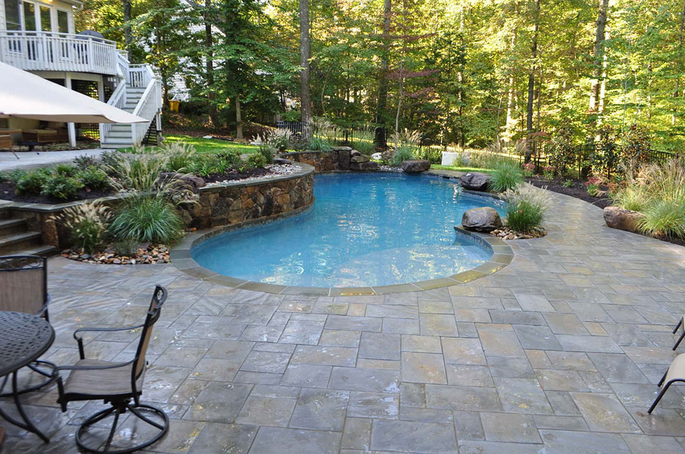 Custom-In-Ground-Pool-Paving-Pool-Deck-Annapolis Battle for Pool Deck Material: Fördelar och nackdelar