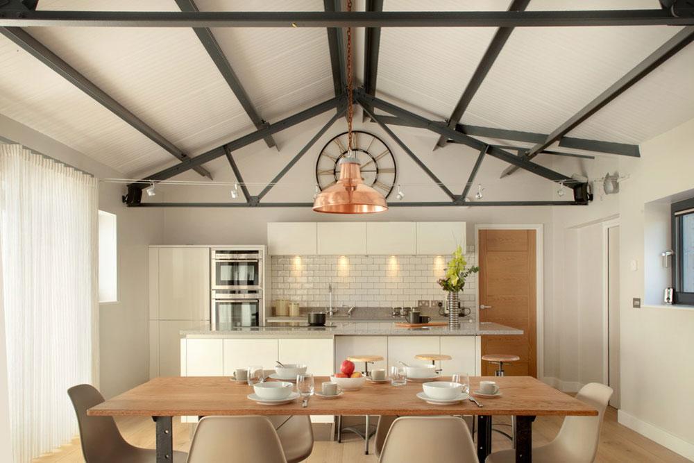 Country-Kitchen-by-Designaspace-idéer för industrikök: skåp, hyllor, stolar och belysning