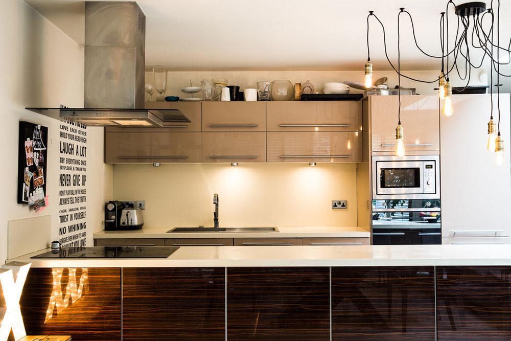 Queens-Park-House-by-Honey-Bee-Interiors Idéer för industrikök: skåp, hyllor, stolar och belysning