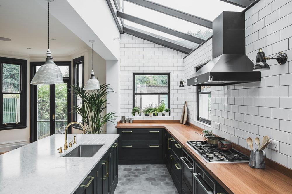 Industriellt-mörkt-grönt-kök-med-en-vintage-twist-by-hållbara-kök-2 idéer för industrikök: skåp, hyllor, stolar och belysning