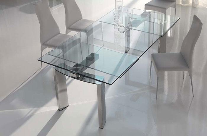 67958485247 Matbord av glas ger din interiör en modern touch