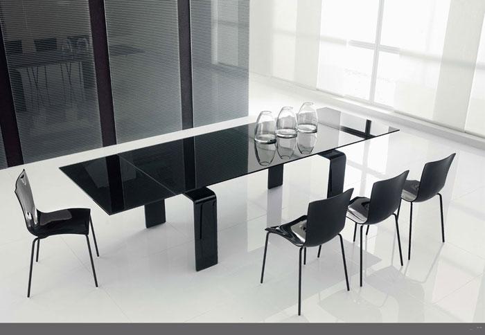 67958651042 Matbord i glas för att ge din interiör en modern touch