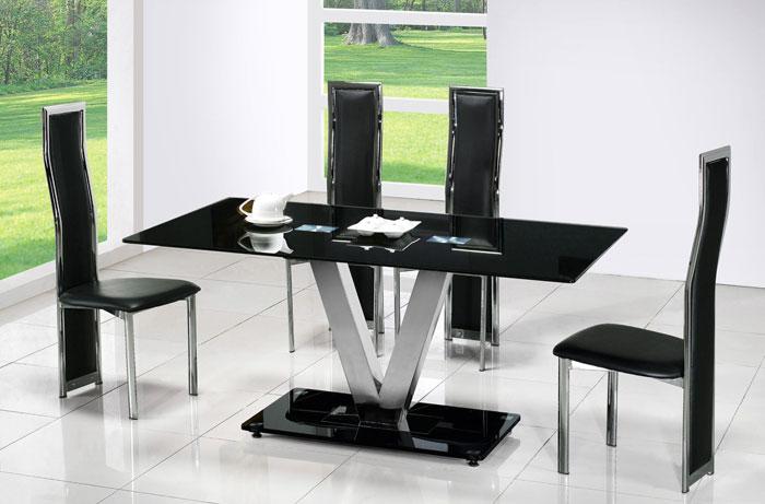 67958800212 Matbord av glas ger din interiör en modern touch