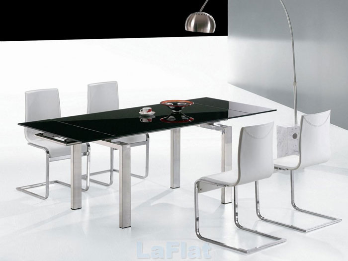67958576723 Matbord i glas för att ge din interiör en modern touch