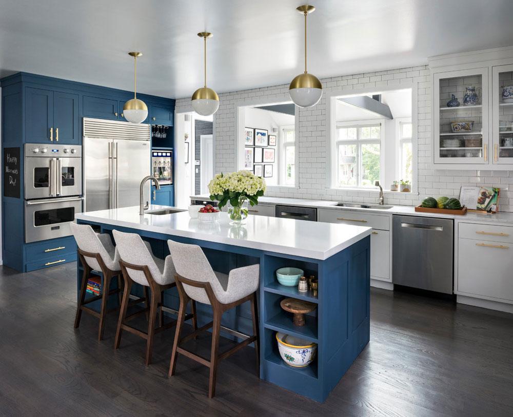Deep-Blue-Kitchen-Larchmont-by-Studio-Dearborn Blue köksidéer: skåp, väggar och diskar
