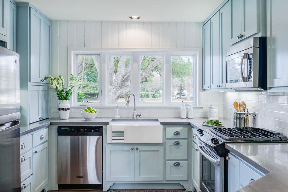 Samtida Mid-Century-by-J.-Bryant-Boyd-Design-Build Blue Kitchen Ideas: Skåp, väggar och diskar