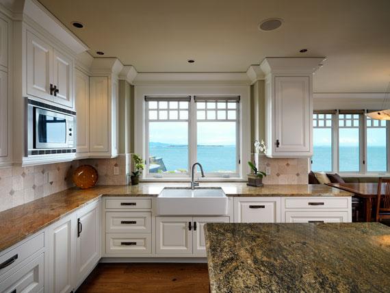 v13 Maclure-stil Ocean-Front Home Windward Oaks av Michael Knight