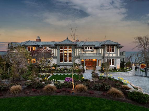 v3 Maclure-stil Ocean-Front Home Windward Oaks av Michael Knight