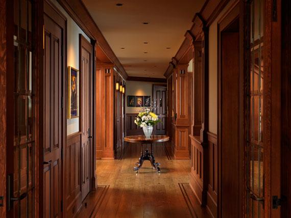 v24 Maclure-stil Ocean-Front Home Windward Oaks av Michael Knight