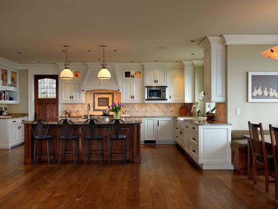 v14 Maclure-stil Ocean-Front Home Windward Oaks av Michael Knight