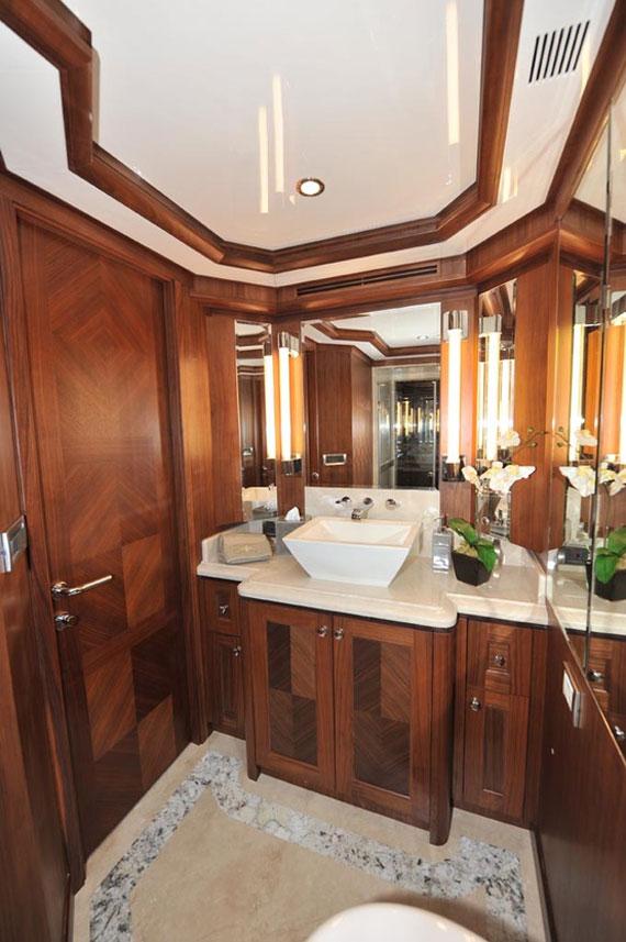 y32 Exempel på glamorösa yachtinredning som kommer att förvåna dig
