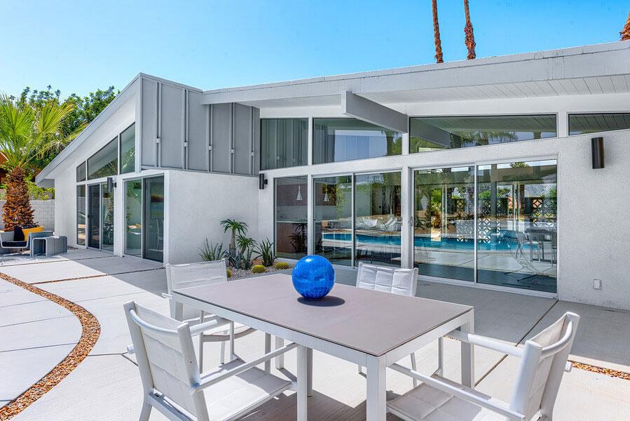 En-egendom-lika-vacker-som-hisnande-designad-av-Palmer-och-Krisel-3 En fastighet så vacker som den är hisnande, designad av Palmer och Krisel