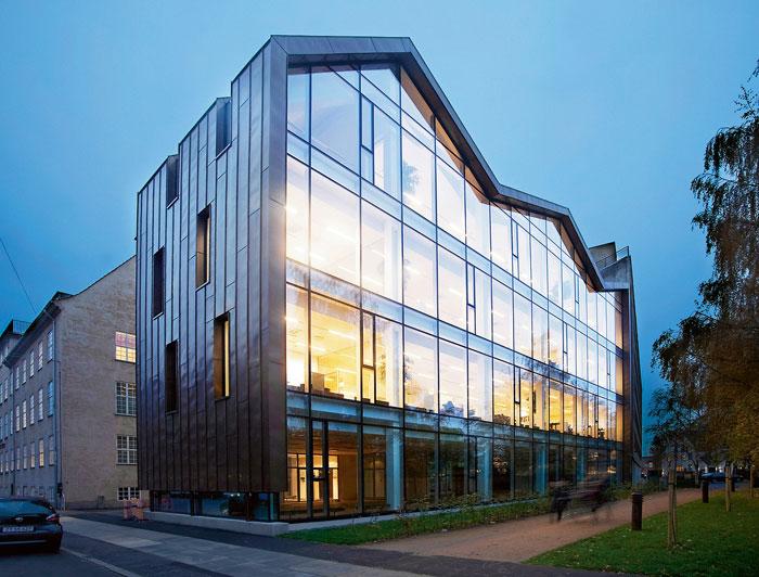 73304345894 Kontorsbyggnad med modern arkitektur som du vill arbeta i