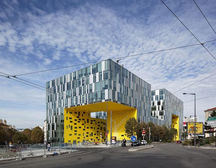 73304298560 Kontorsbyggnad med modern arkitektur som du vill arbeta i