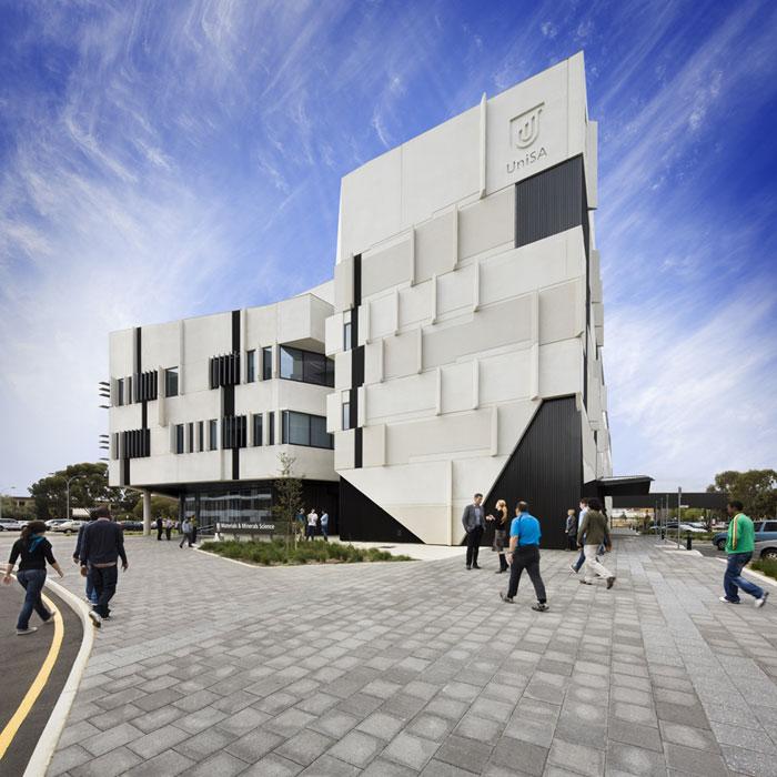 73304422855 Kontorsbyggnad med modern arkitektur som du vill arbeta i