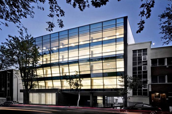73304371355 Kontorsbyggnad med modern arkitektur som du vill arbeta i