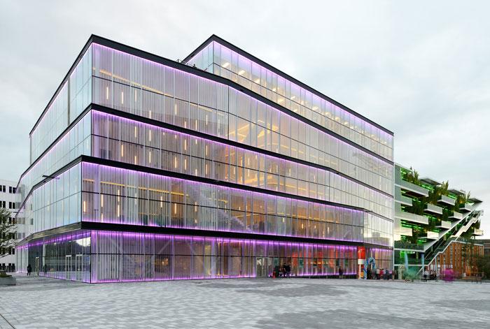 73304397091 Kontorsbyggnad med modern arkitektur som du vill arbeta i