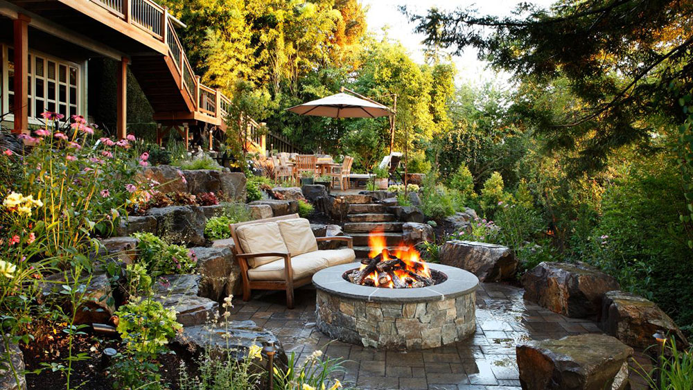 The-Backyard-Landscaping-Ideas-with-Fire-Pit 4-funktioner som gör att du spenderar mer tid i din trädgård