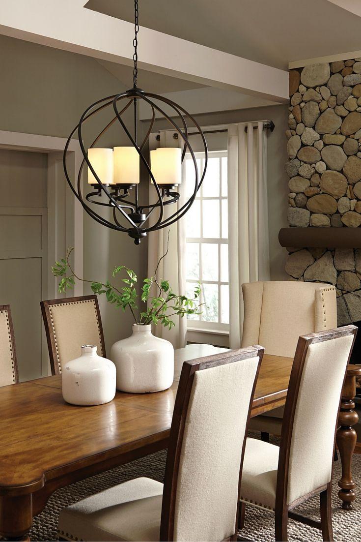 Övergångs Goliad-belysningssamlingen från Sea Gull Lighting har en sofistikerad stil som kombinerar olika designelement.  Det rustika smidesjärn har