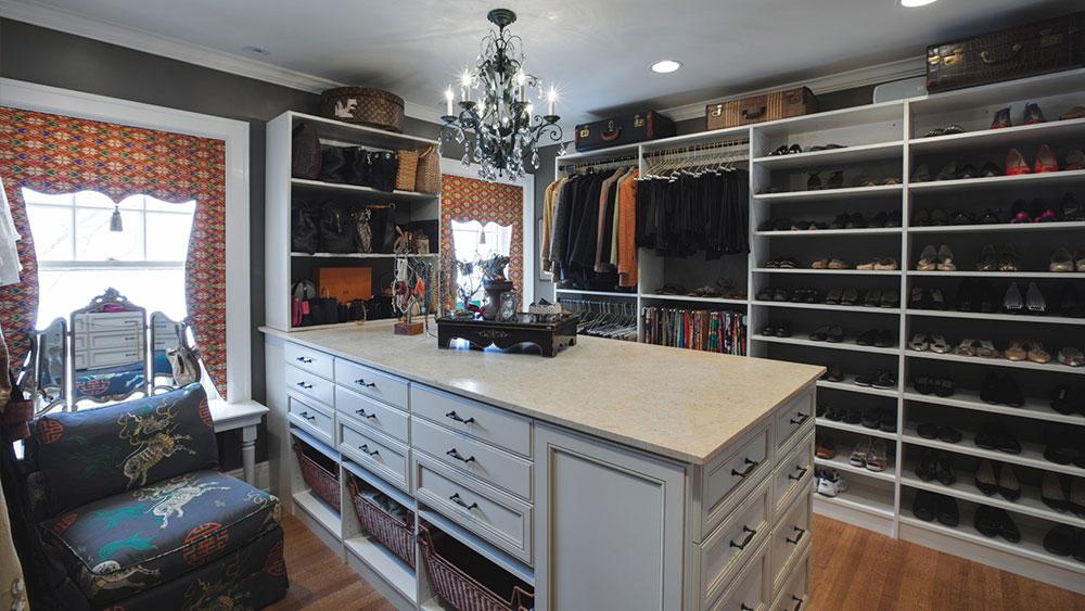 1600-x-900-Custom-Walk-In-Closet-Remodel-Drury-Design 4 uppgraderingar du behöver för att bygga ditt hem som köpare kommer att älska