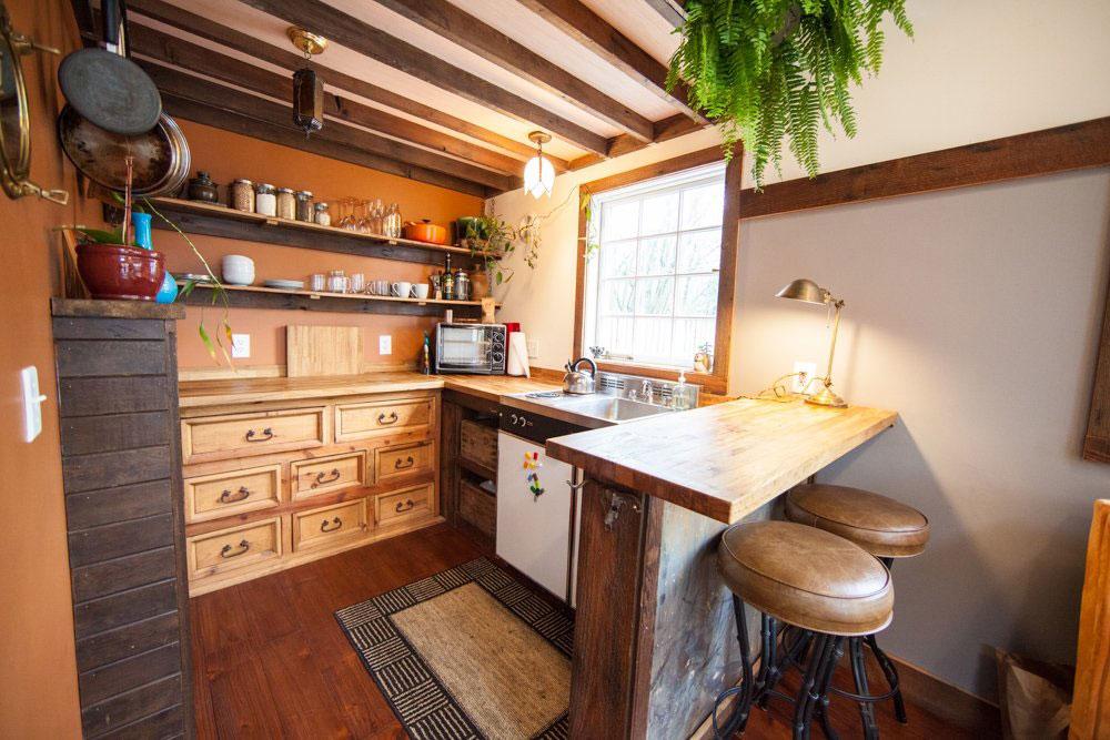 Tiny-House-Kitchen-Dresser-Cabinets 5 små, men ändå vackra rumsidéer