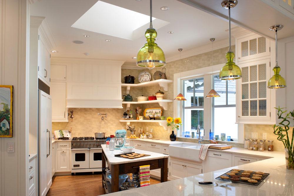 Ramble-House-by-Ambiance-Interiors Använd hörnhyllor för att få ut det mesta av ditt kök