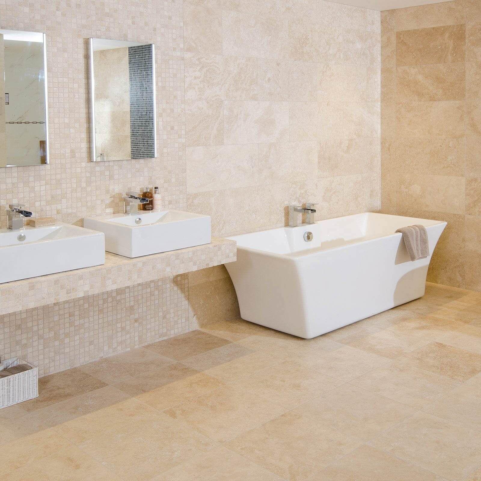 Enkelt beige badrum