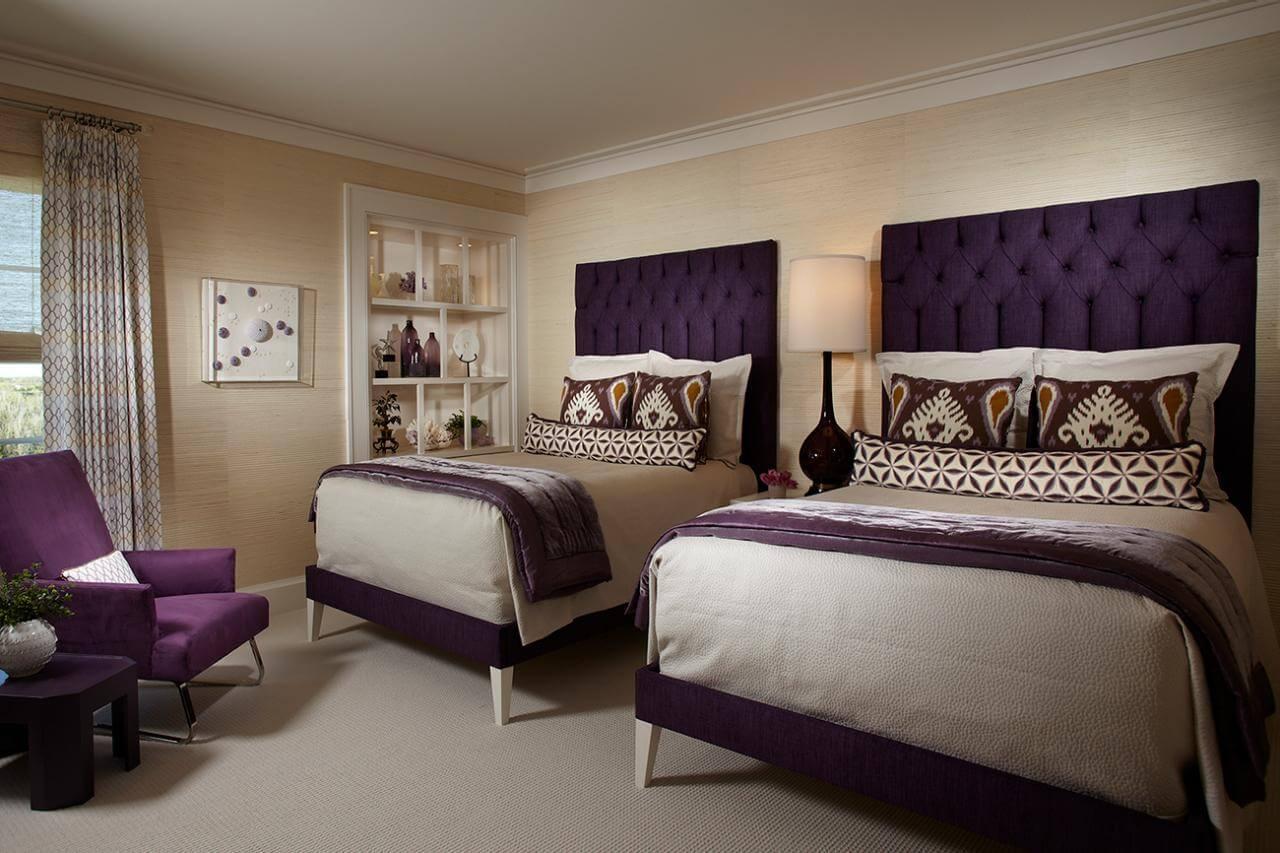 Elegant beige sovrum