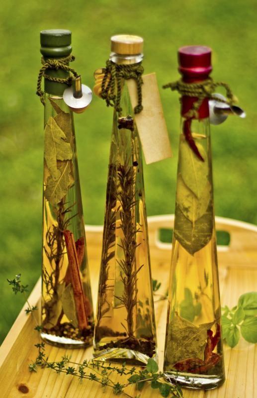 Dekorativa flaskor med olivolja
