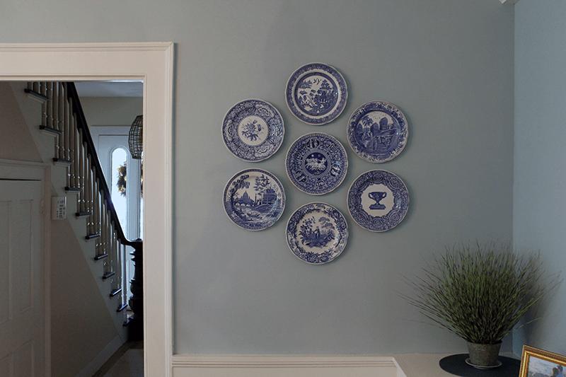 Det enklaste sättet att hänga dekorativa tallrikar på din vägg - den här riktiga M.