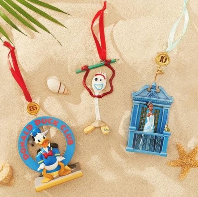 Handla Disneys jul i juli Ornamenter N