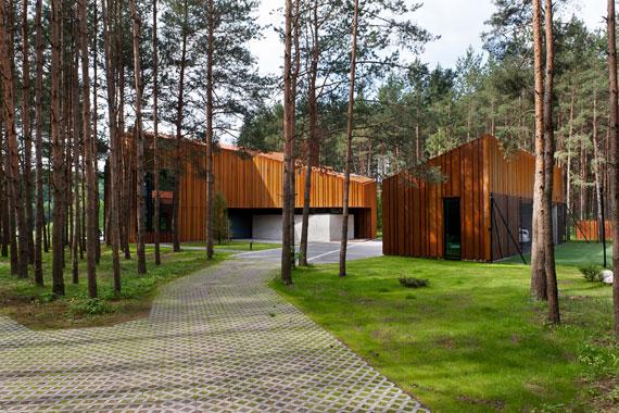 52214975623 Fantastiskt designat hus bland tallarna i Vilnius