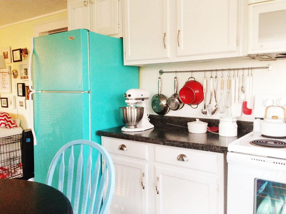 små-vita-kök-retro-blå-kylskåp-image_20-design 5 sätt att integrera dina apparater i din trendiga hemdesign