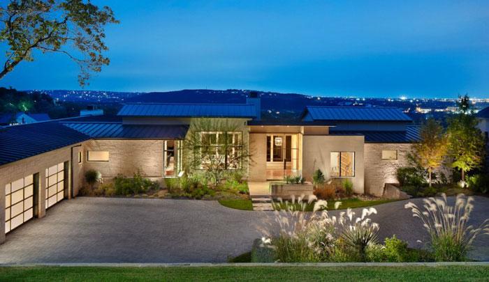 74716334830 Hus på kullen med imponerande interiörer Av James D LaRue Architecture Design