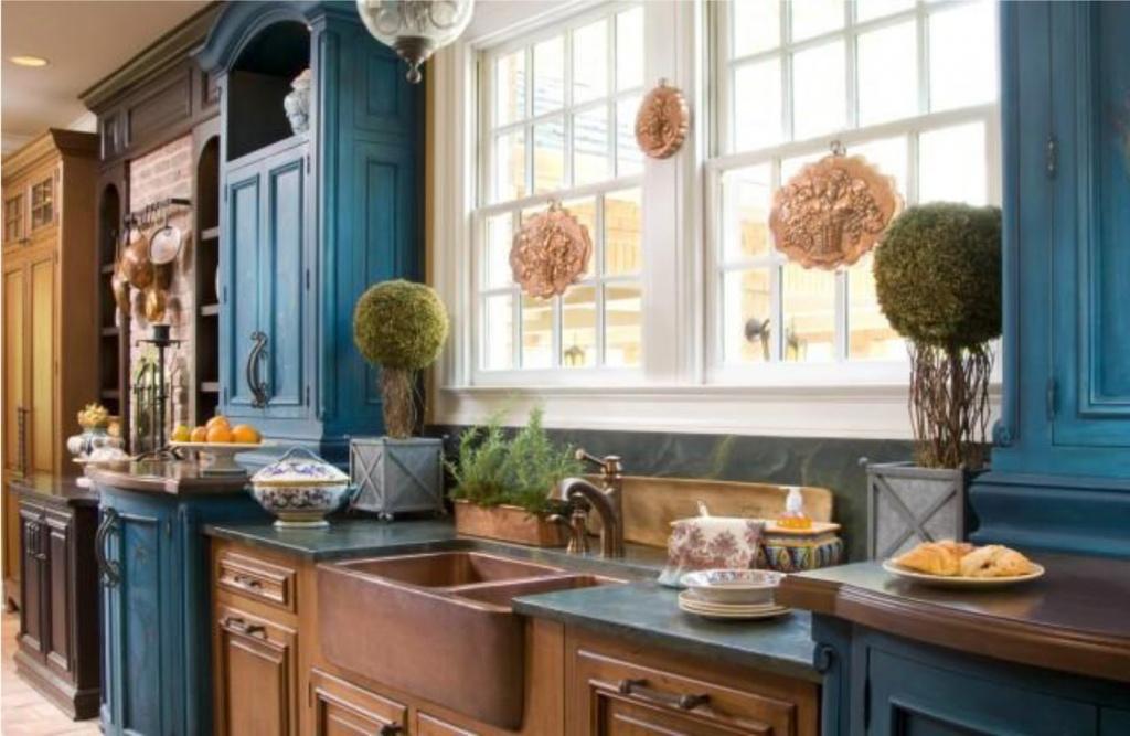 Otroligt tvåfärgat köksskåp