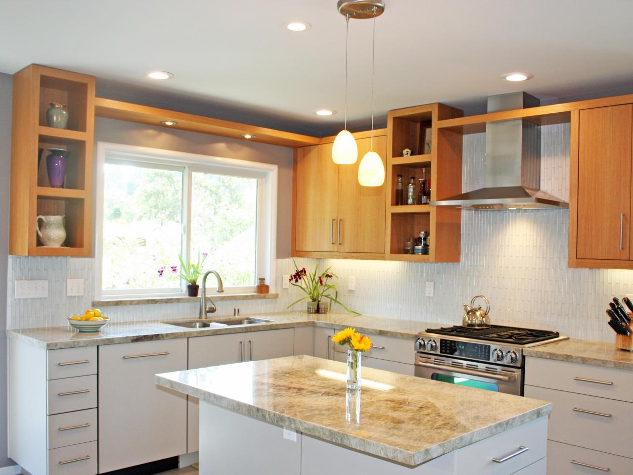 Vackert tvåfärgat köksskåp