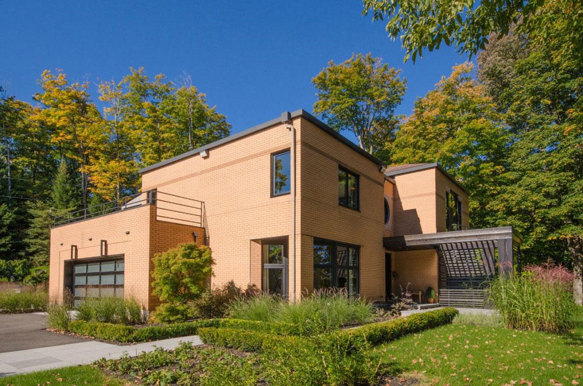 Kanadensiskt hus med modern inredning designad av ActDesign-1 Kanadensiskt hus med modern inredning designad av ActDesign