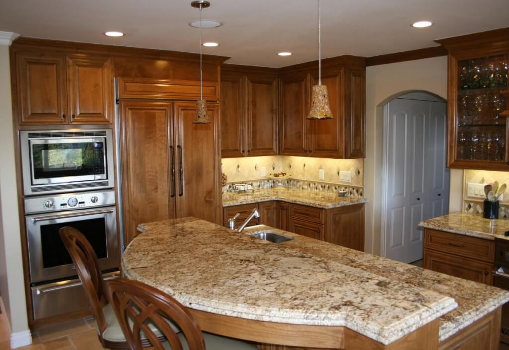 Enkelt utrustat kök inbyggt ljus