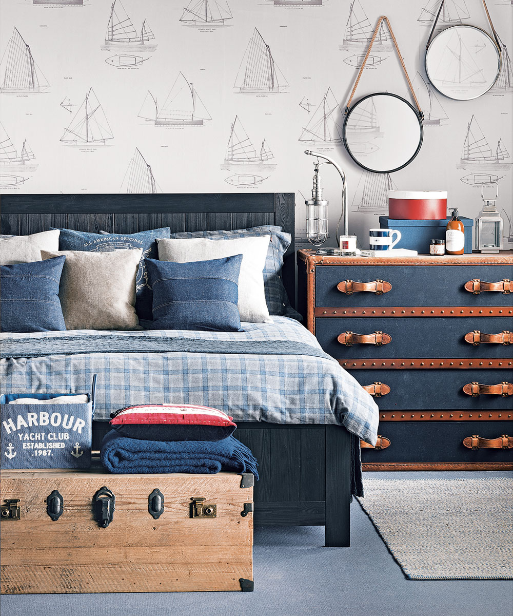 Äventyrliga mörkblå sovrum