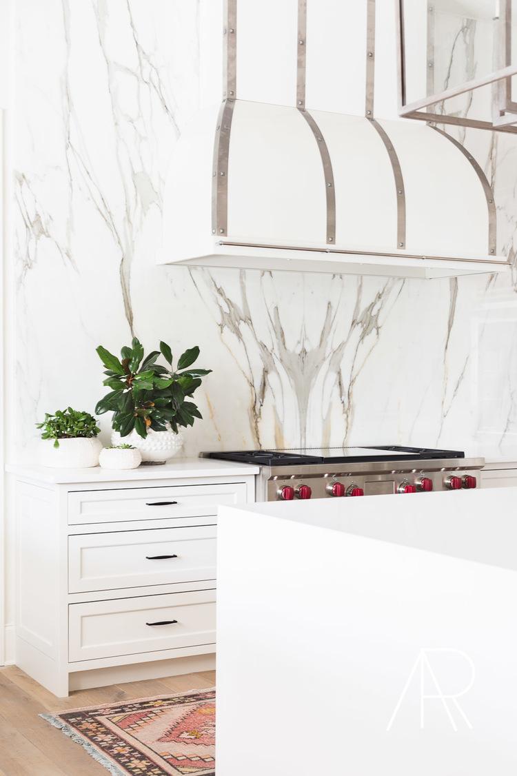 Retuscherat marmor kök backsplash