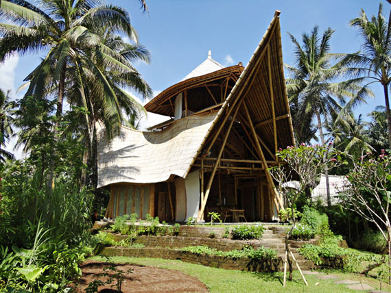 bal1 Miljövänliga hus som en del av en grön by på Bali Designad av Ibuku Studio