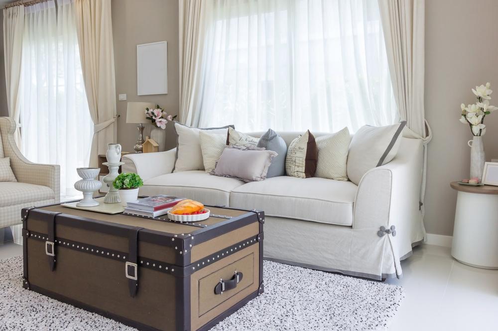 Vardagsrum med en mjuk soffa