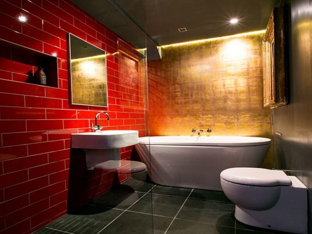 Ljusrött badrum