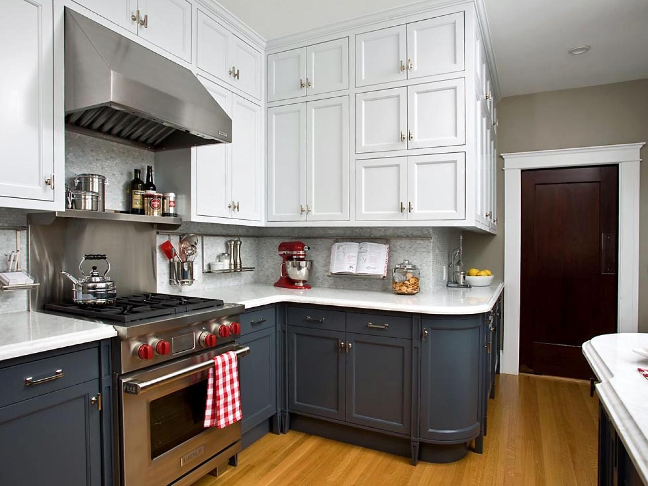 Neutral tvåfärgat köksskåp