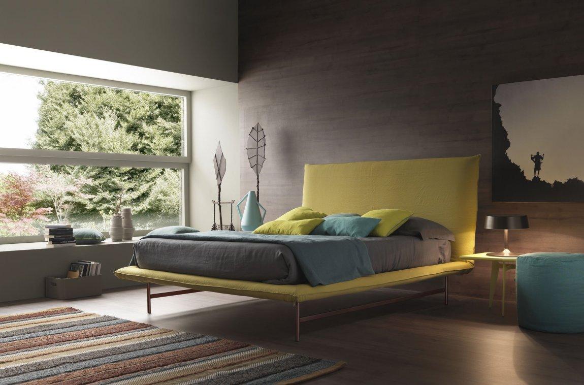 Tyst färgglatt sovrum
